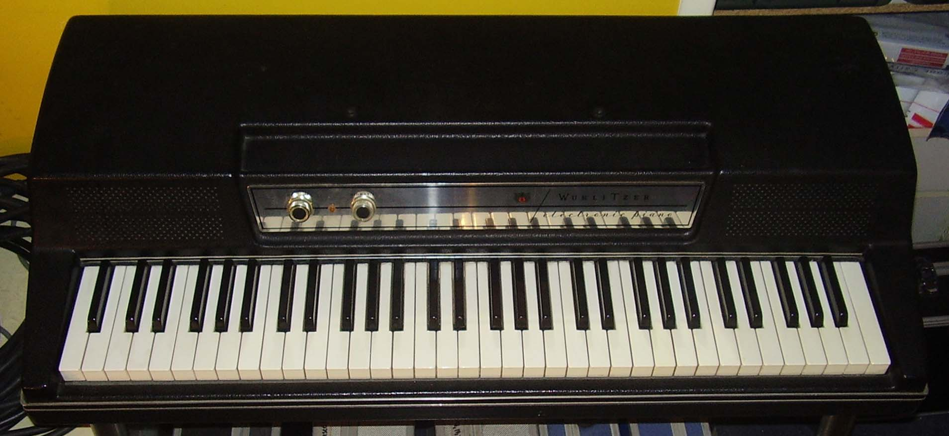 Wurlitzer A 200 With Adjustable Stand And Sustain Pedal